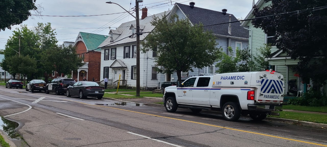 Officer assaulted and edged weapon involved in domestic in Pembroke